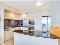Mantra-Broadbeach-on-the-Park-2-Bedroom-Apartment-Kitchen