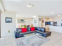 Mantra-Broadbeach-on-the-Park-2-Bedroom-Apartment-Living