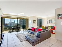Mantra-Broadbeach-on-the-Park-2-Bedroom-Apartment-Living1