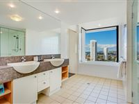 Mantra-Broadbeach-on-the-Park-3-Bedroom-Apartment-Bathroom1