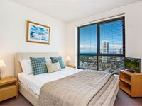 Mantra-Broadbeach-on-the-Park-3-Bedroom-Apartment-Bedroom