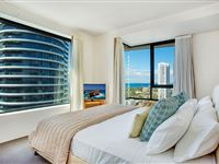 Mantra-Broadbeach-on-the-Park-3-Bedroom-Apartment-Bedroom1