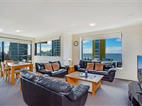 Mantra-Broadbeach-on-the-Park-3-Bedroom-Apartment-Living